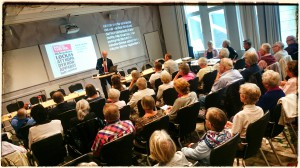 HRF:s ordförande J-P Strömgren inleder.