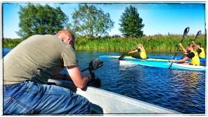 Producent Teddy Landén filmar träning med Lödde kanotklubb